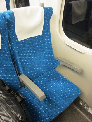 130208_Nozomi46_seat.jpg